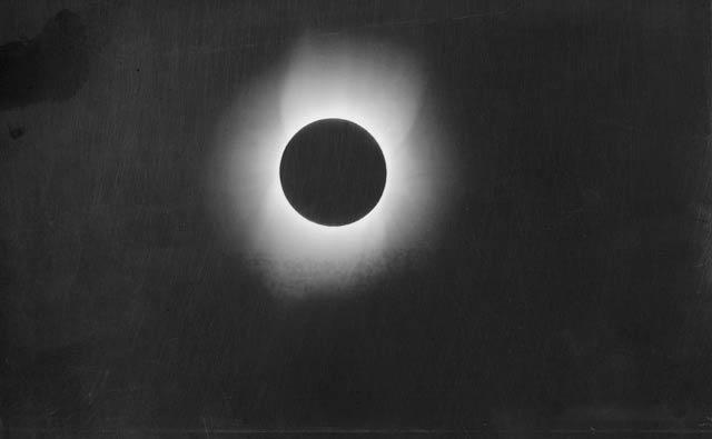 ee9d466f084 Corona of the Sun during a Solar Eclipse 1900