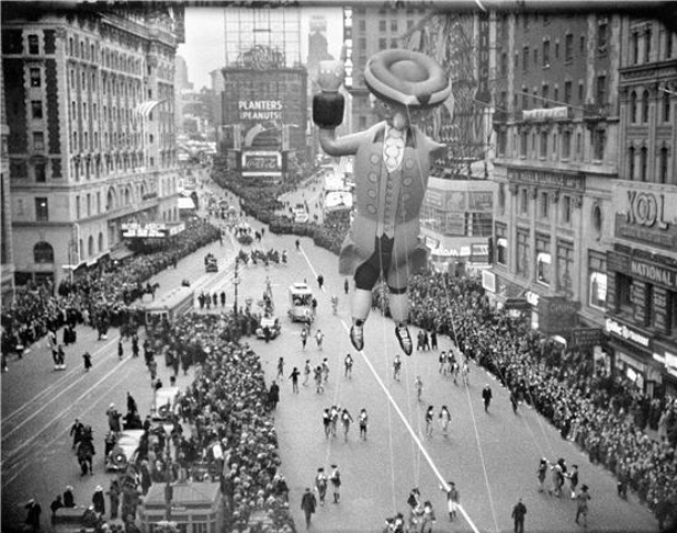Macy's Thanksgiving Day Parade down Broadway, 1936, Smithsonian Photographic Services, National Museum of American History Collection, Negative # 2003-11315.