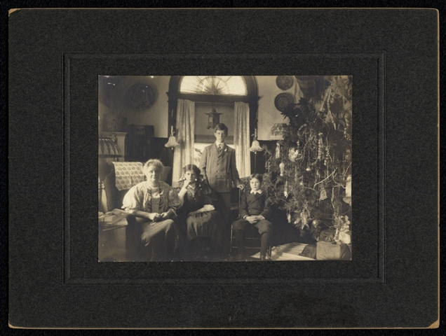 The Walcott Family, Christmas 1908, Smithsonian Institution Archives, SIA2011-0017.