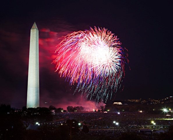 Fireworks on the National Mall for July 4, 2009, by Ken Rahaim, Smithsonian Photographic Services.