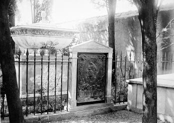 Smithson's Crypt in Genoa, Italy, Prematio Studio Fotographico (Genova, Italy), 1897, Smithsonian Institution Archives, negative # 82-3195.