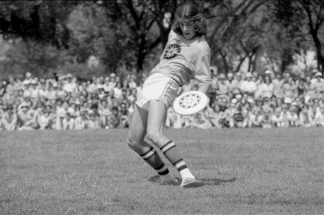 3rd annual Smithsonian Frisbee Disc Festival, September 2, 1979, by Dane Penland, Accession 11-009, Smithsonian Photographic Services, Photographic Collection, 1971-2006, Smithsonian Institution Archives, neg. no. 79-10722-5A.