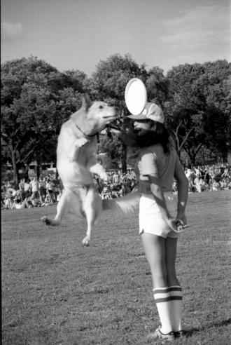 3rd annual Smithsonian Frisbee Disc Festival, September 2, 1979, by Dane Penland, Accession 11-009, Smithsonian Photographic Services, Photographic Collection, 1971-2006, Smithsonian Institution Archives, neg. no. 79-10732-7.