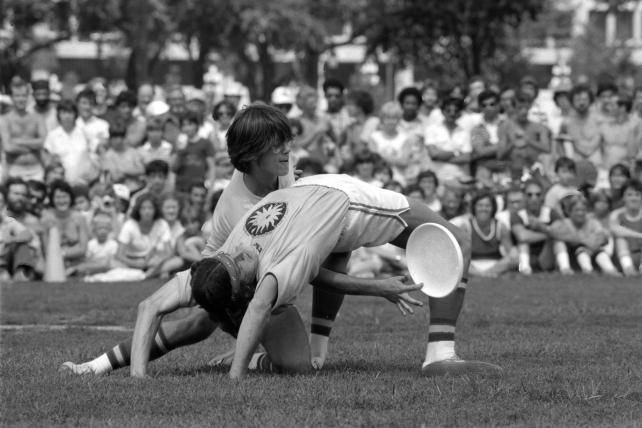 3rd annual Smithsonian Frisbee Disc Festival, September 2, 1979, by Dane Penland, Accession 11-009, Smithsonian Photographic Services, Photographic Collection, 1971-2006, Smithsonian Institution Archives, neg. no. 79-10743-24.