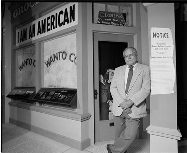"Tom Crouch at ""A More Perfect Union"" Exhibit, National Museum of American History, 1989, 89-13614-14"