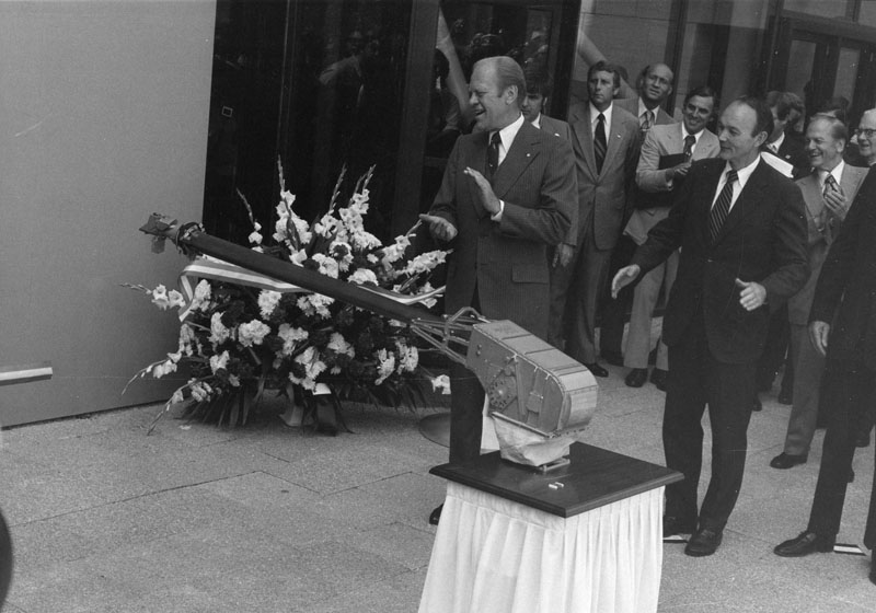President Gerald Ford and Michael Collins watch the Viking impulse cut the ribbon at opening ceremony for the new building. Smithsonian Institution Archives, Record Unit 371, Box 2, Folder August 1976.
