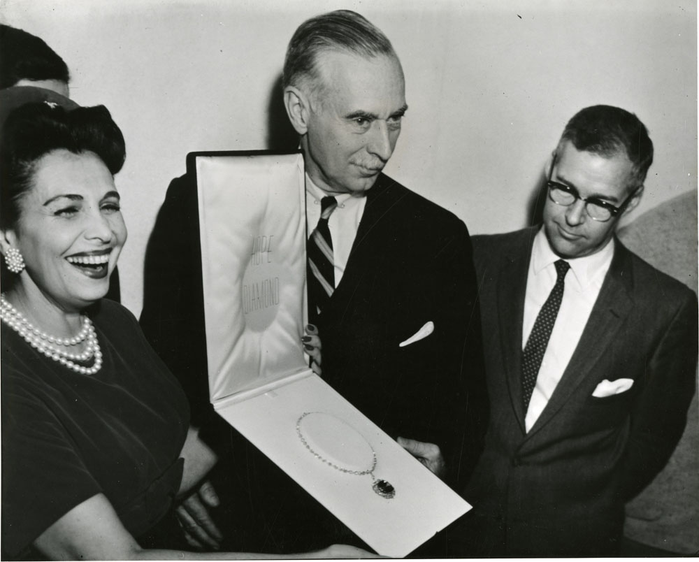 Mrs. Edna Winston, wife of Harry Winston, presenting the Hope Diamond to Secretary Leonard Carmichael and Curator George Switzer on November 10, 1958.  Smithsonian Institution Archives, Record Unit 95, Box 57, Folder 11.
