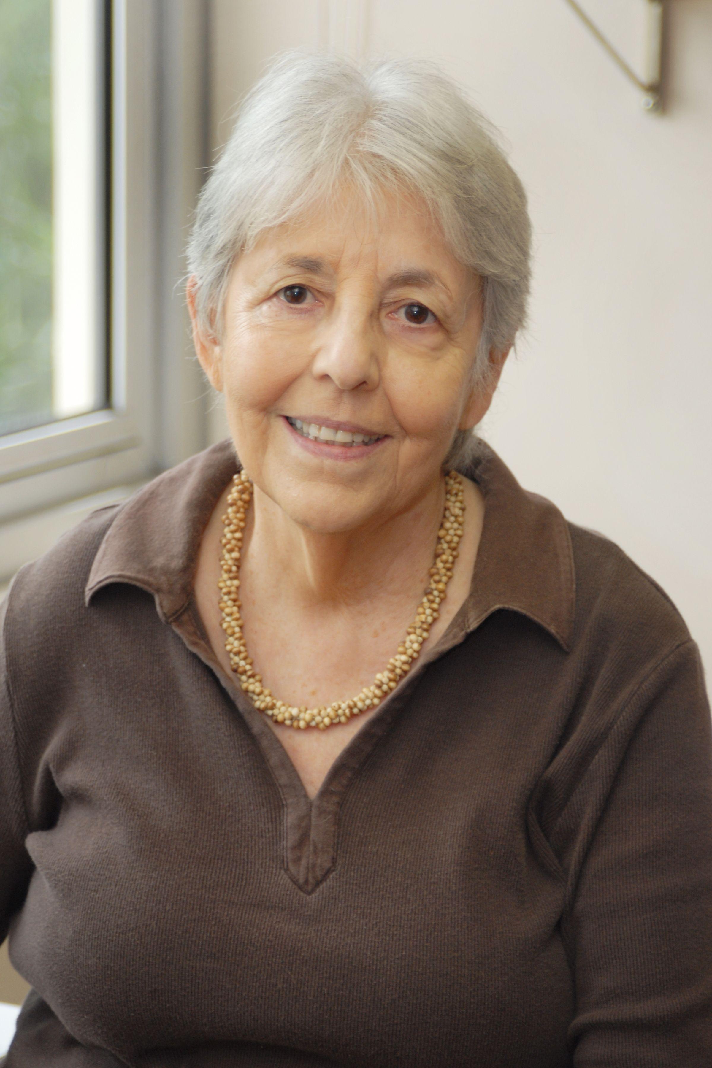 Portrait of Olga Linares in her office.