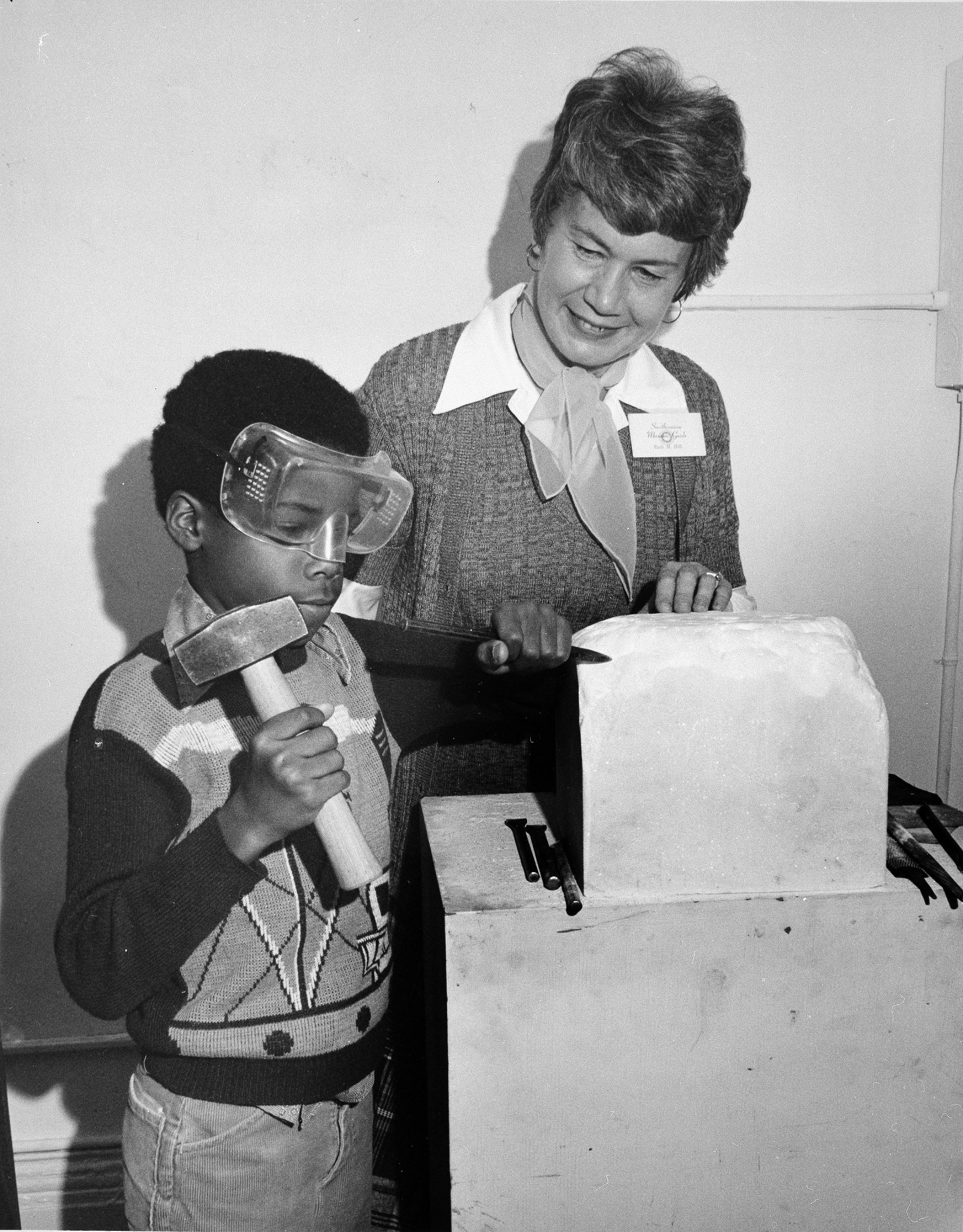 Volunteer docent Ruth Hill helps a young student during a sculpture workshop at the National Portrait Gallery, 1978.
