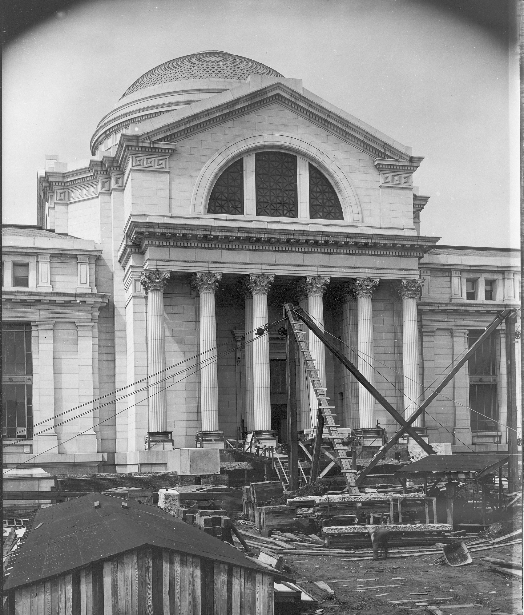 B&W image of the Natural History Building, with construction equipment in front of it.