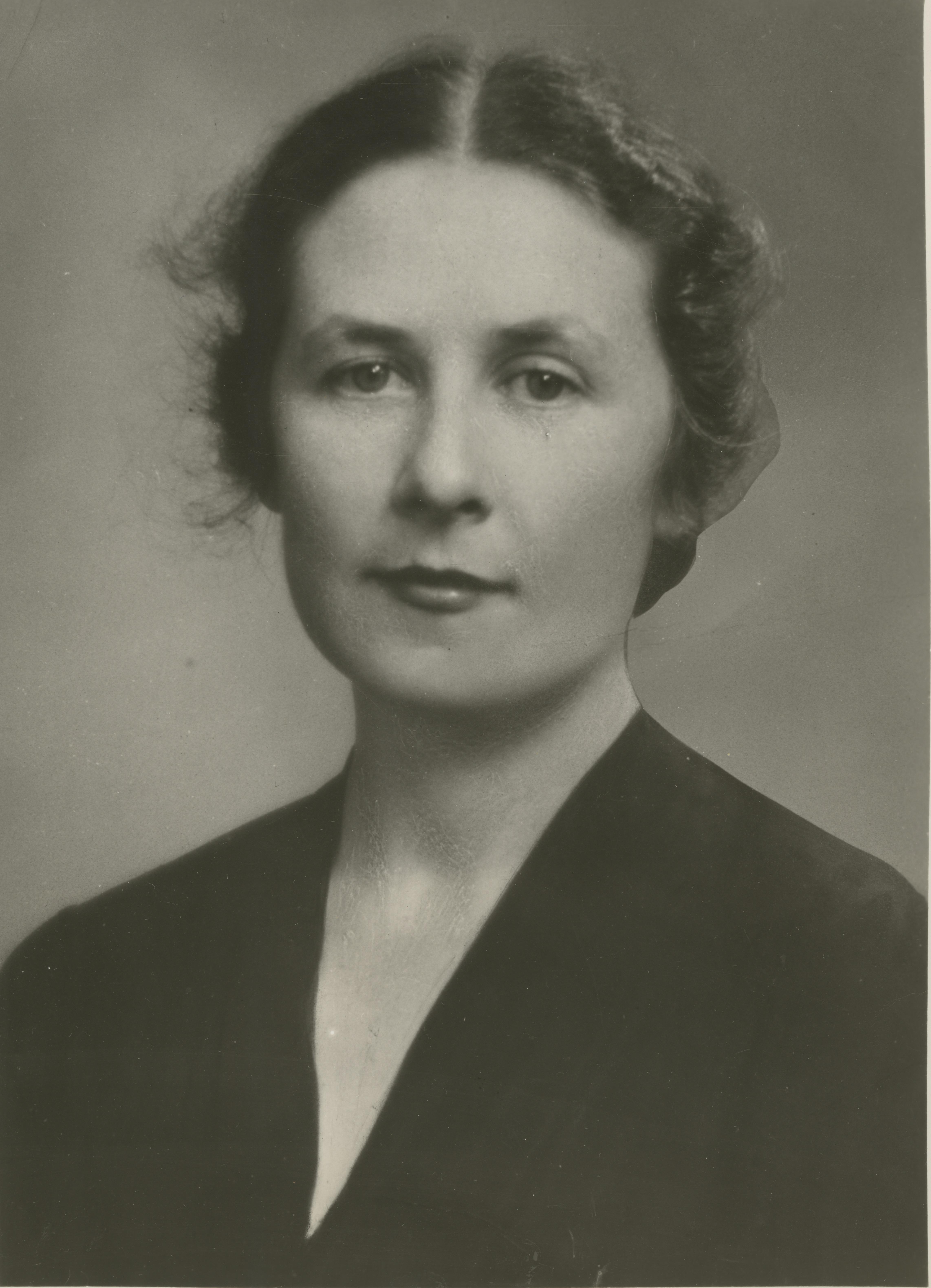 Portrait photograph of a woman.