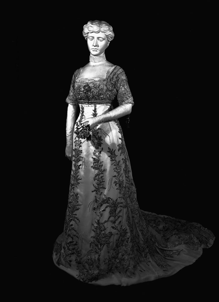 Gown worn by Helen Herron Taft, wife of President William Howard Taft, 1909-1913. Smithsonian Institution Archives, Record Unit 95, Box 53, Folder 4.