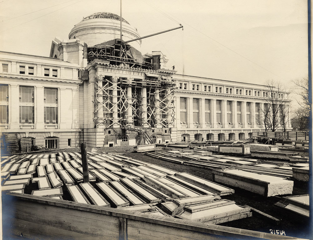 Construction on front of National Museum of Natural History