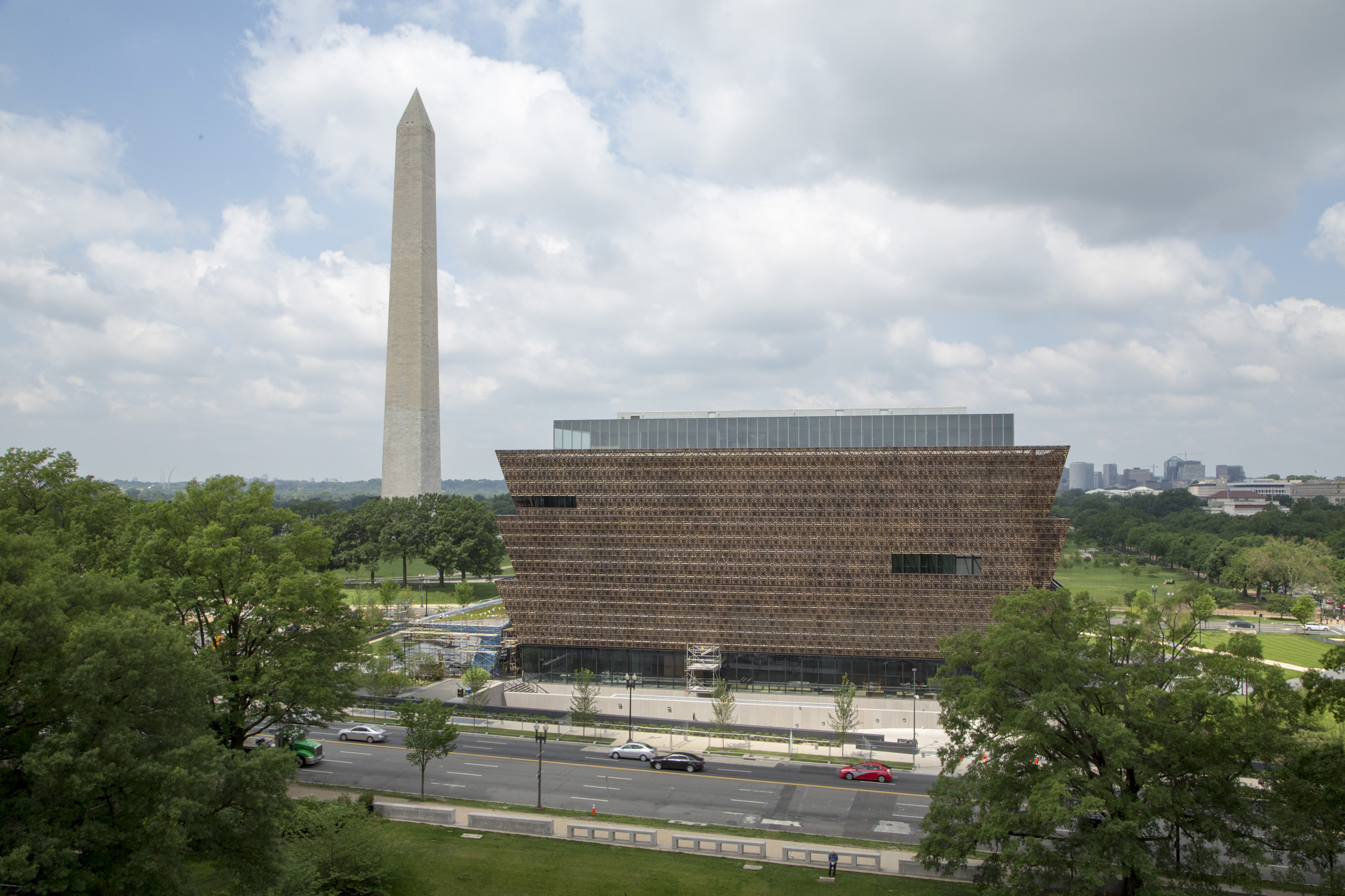 Aerial view of Washington Monument, with NMAAHC