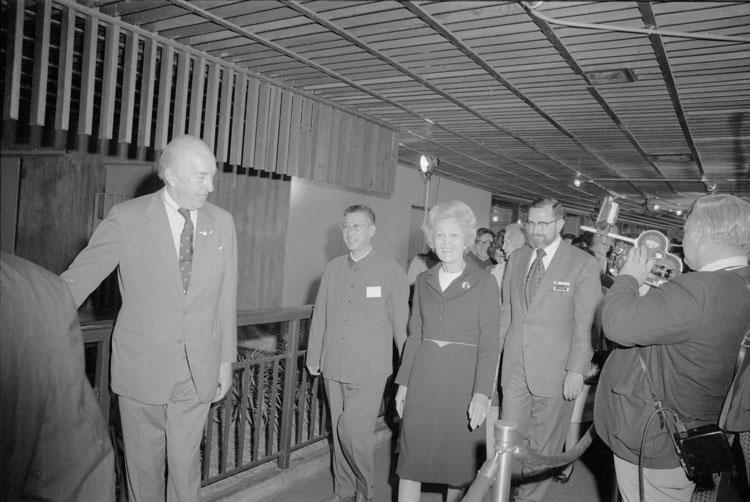 Secretary S. Dillon Ripley, First Lady Patricia Nixon.