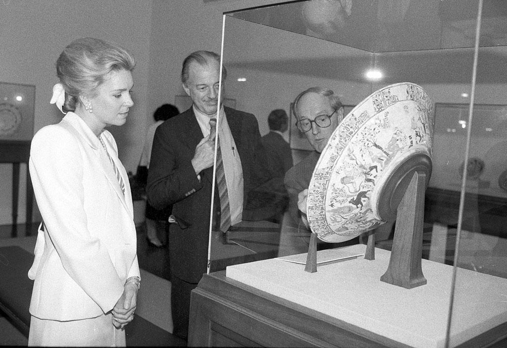 Queen Noor of Jordan visited the Freer Gallery of Art on May 1, 1985.