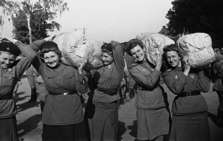 Demobilized women soldiers sent home, 1945