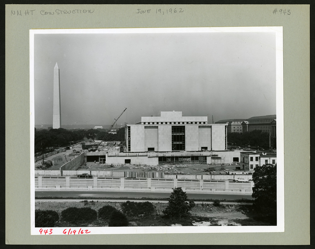 Construction of the Museum of History and Technology with Washington Monument in the background, 196