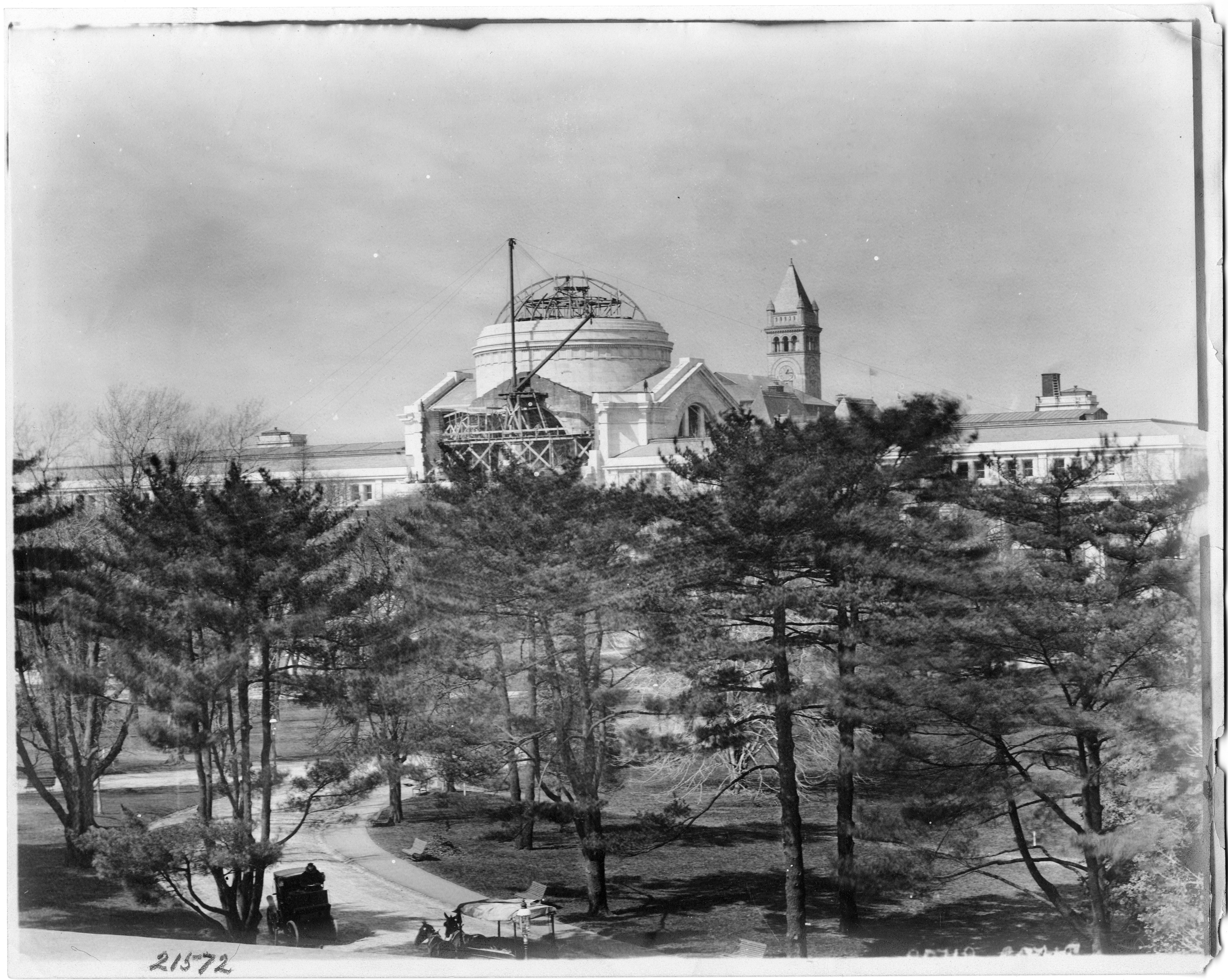 United States National Museum, Construction of Dome, 1909; Black-and-white photograph