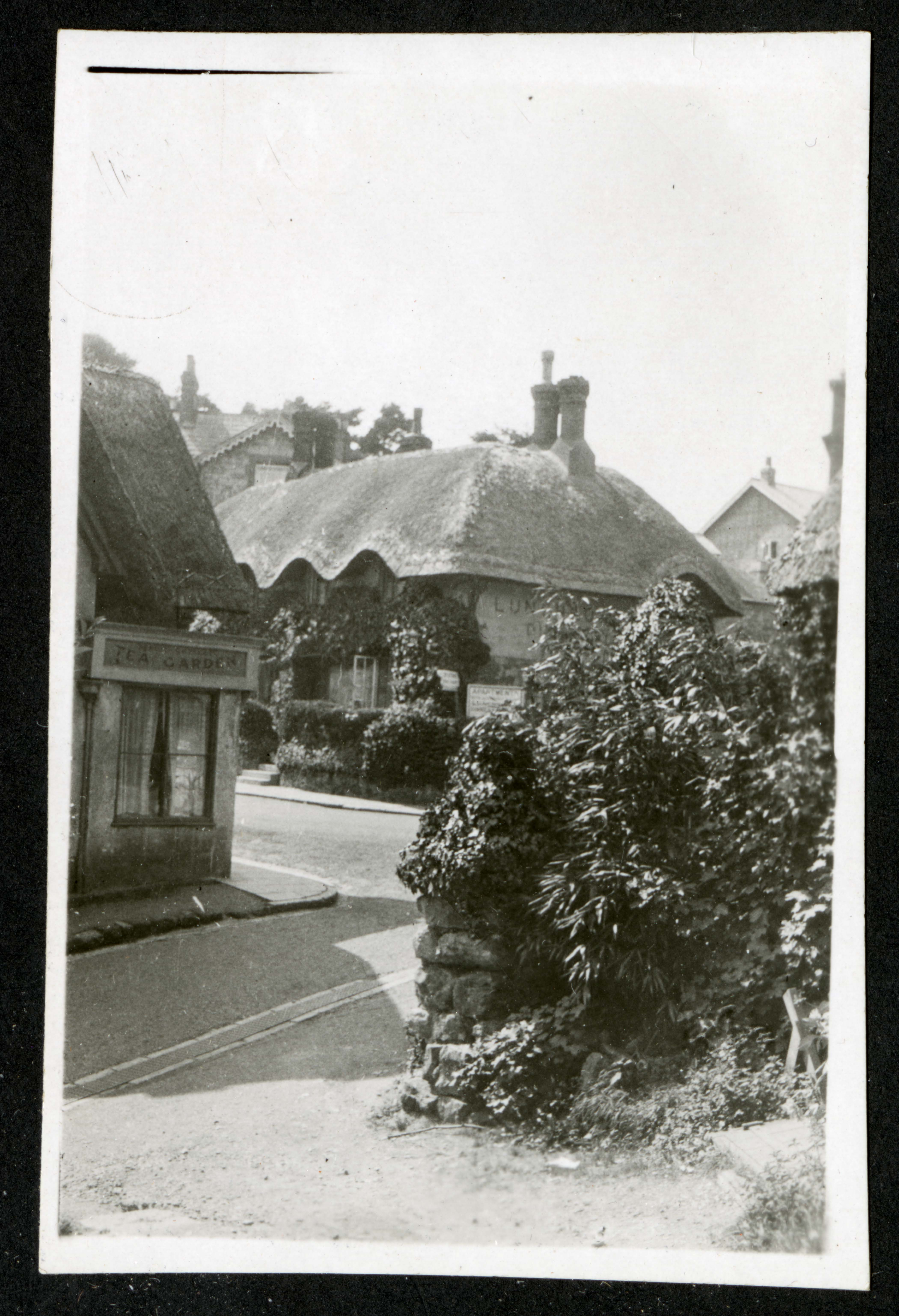 Thatched cottage, Record Unit 7091: Science Service, Records, circa 1910-1963, Smithsonian Institution Archives, image no. SIA2015-003200.