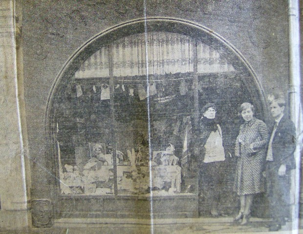 The Baroness (center) and Rudolph Lorenz  (right) in Paris, probably at Lorenz' shop, From an Ecuado