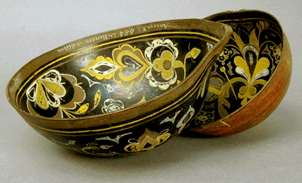 Incised and painted gourd bowls in black, brown, yellow and white
