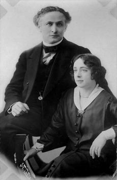 Harry Houdini and his wife Beatrice, c. 1922, Library of Congress.