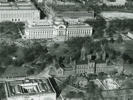 Aerial view of the National Mall, including views of the Smithsonian Institution