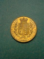 Great Britain Gold Sovereign with a crown and crest on the back