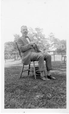 Harrison E. Howe, Smithsonian Institution Archives. Image ID 2008-3958.