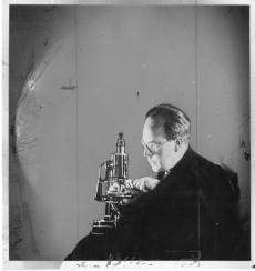 George Roemmert demonstrating his Microvivarium, Accession 90-105: Science Service, Records, 1920s-1