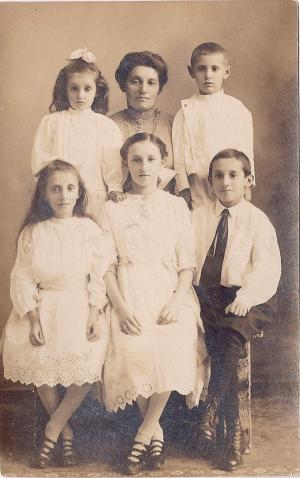 Ruderman family photo, 1900