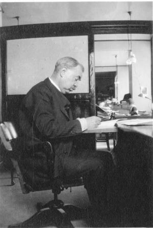 E.E. Slosson at his desk in the Science Service offices within the National Academy of Sciences buil