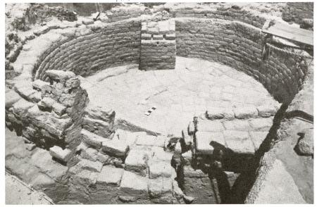 Base of mud brick grainery sile at Tell Jemmeh, Smithsonian Institution Research Reports, Number 9,