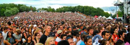 Concert Crowd (Osheaga 2009) - 30000 waiting for Coldplay by Anirudh Koul.
