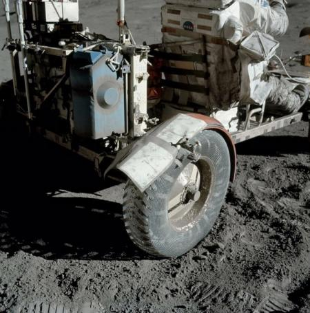 The make-shift repair on the Moon with duct tape. Photo: NASA AS17-137-20979