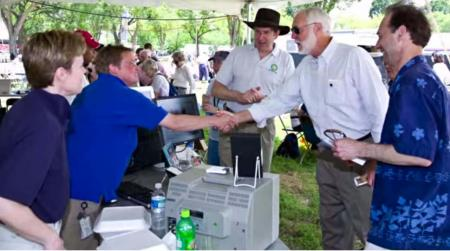 Secretary G. Wayne Clough at Smithsonian Staff Picnic Meeting Archives Staff, 2008.