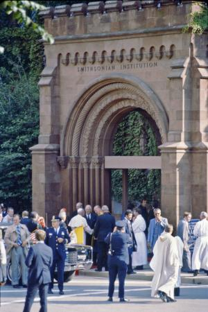 Pope John Paul II Arrives at the Smithsonian Institution