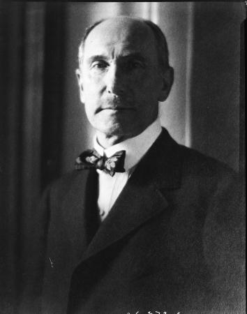 Portrait photograph of Charles Lang Freer.