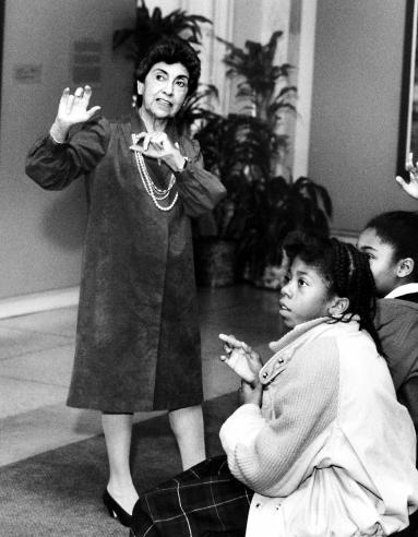 Volunteer Ellen Glassman, an artist and former high-school art teacher in Washington, D.C., giving a tour to students at the National Museum of American Art, 1988.